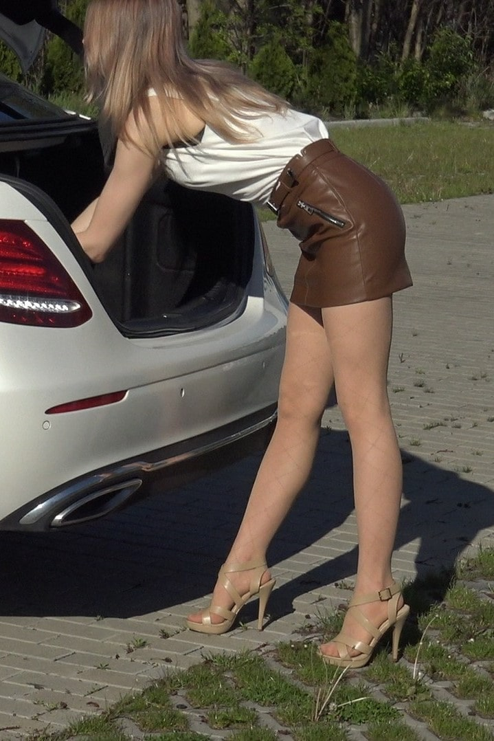 Pantyhose legs model video - leather mini skirt high heels - mercedes-min2-min