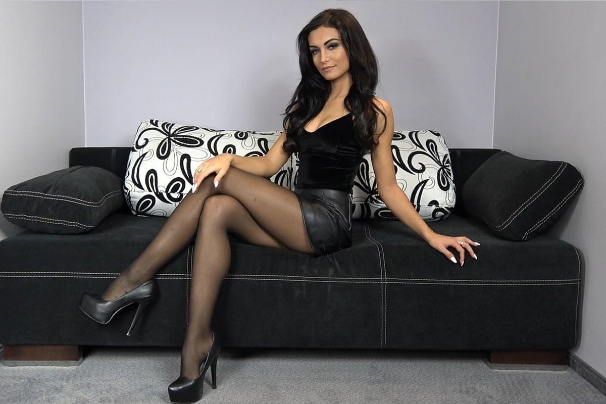 black-pantyhose-super-legs-model-in-high-heels-80